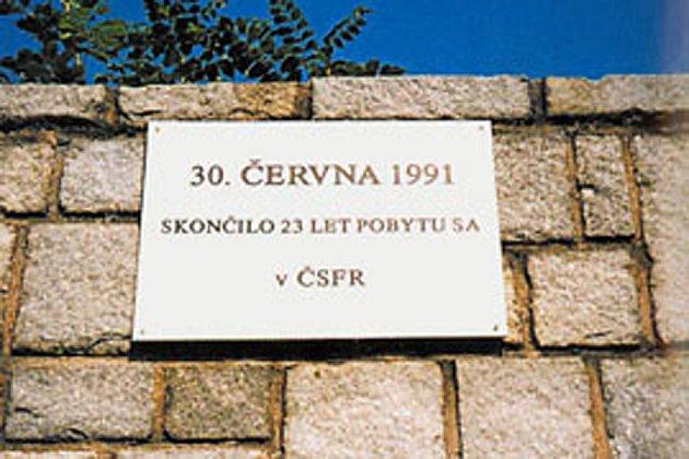 pamětní deska odchodu Sovětů.