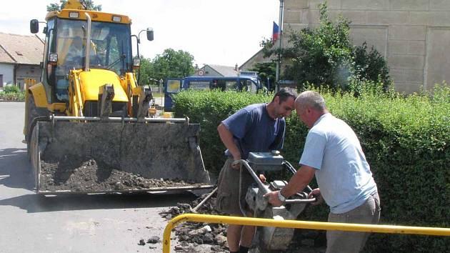 V Křečkově pokračuje stavba kanalizace a vodovodu.