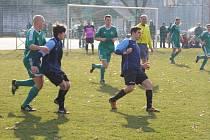 Z okresního derby fotbalového krajského přeboru Polaban Nymburk - Semice (1:1)