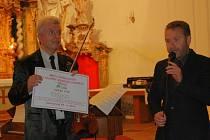 Koncert jaroslava Svěceného v rožďalovickém kostele sv. Havla.