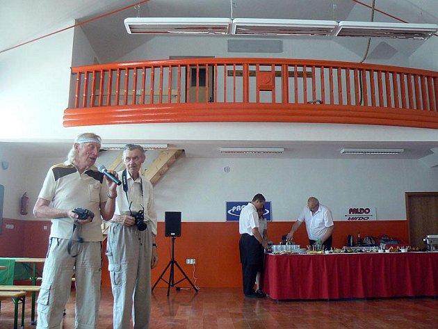 V Krchlebích otevřeli nový multifunkční sál a ordinaci
