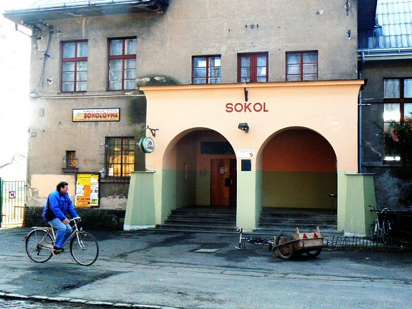 Kostomlatská restaurace Sokolovna, kterou někdo vykradl
