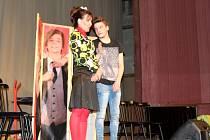 Nymburské kino zaplnily stovky dětí, poučily se o etiketě.