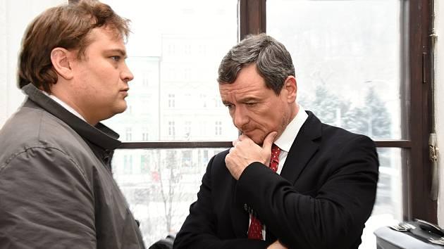Krajský soud v Praze zahájil v úterý další kolo projednávání kauzy údajných korupčních manipulací se stavebními a zdravotnickými zakázkami Středočeského kraje (vlekoucí se již od roku 2012).