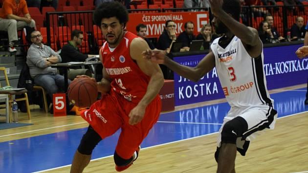 Z basketbalového utkání evropského poháru Nymburk - Antverpy (84:57)