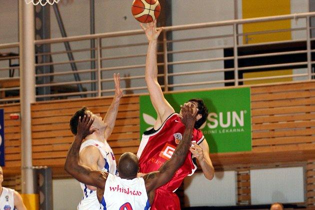 Basketbalisté Nymburka vyhráli na palubovce týmu A Plus Brno