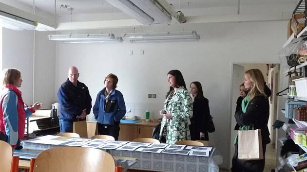 Američtí učitelé navštívili oděvní školu v Lysé