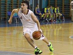 JOZEF SENOHRADSKÝ přišel do Nymburka ze Slovenska. A už se mu podařilo nakouknout pod pokličku  profesionálního basketbalového A – týmu několikanásobného českého mistra