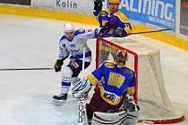 NYMBURSKÝ GÓLMAN Pavel Bílek inkasoval v derby druhé ligy na ledě Kolína čtyřikrát