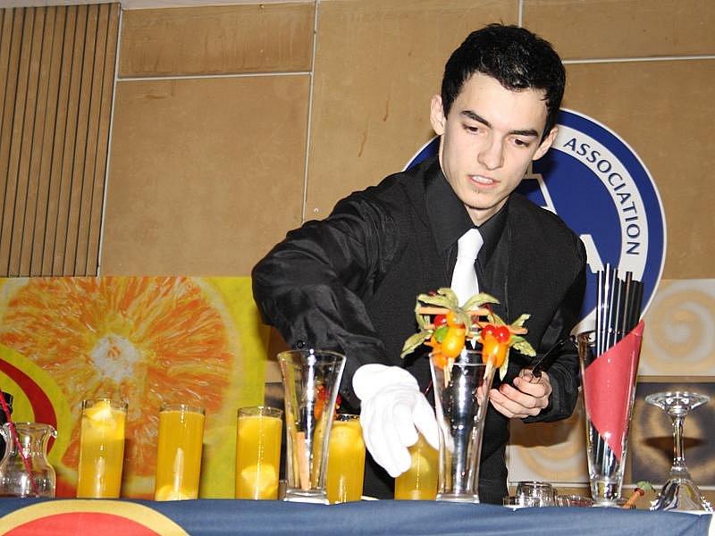 S novými drinky bojovalo o přízeň poroty i publika 46 studentů a třeba budoucích barmanů.