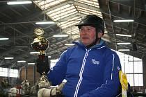 První závod Zimního jezdeckého poháru se odehrál v Hradištku.