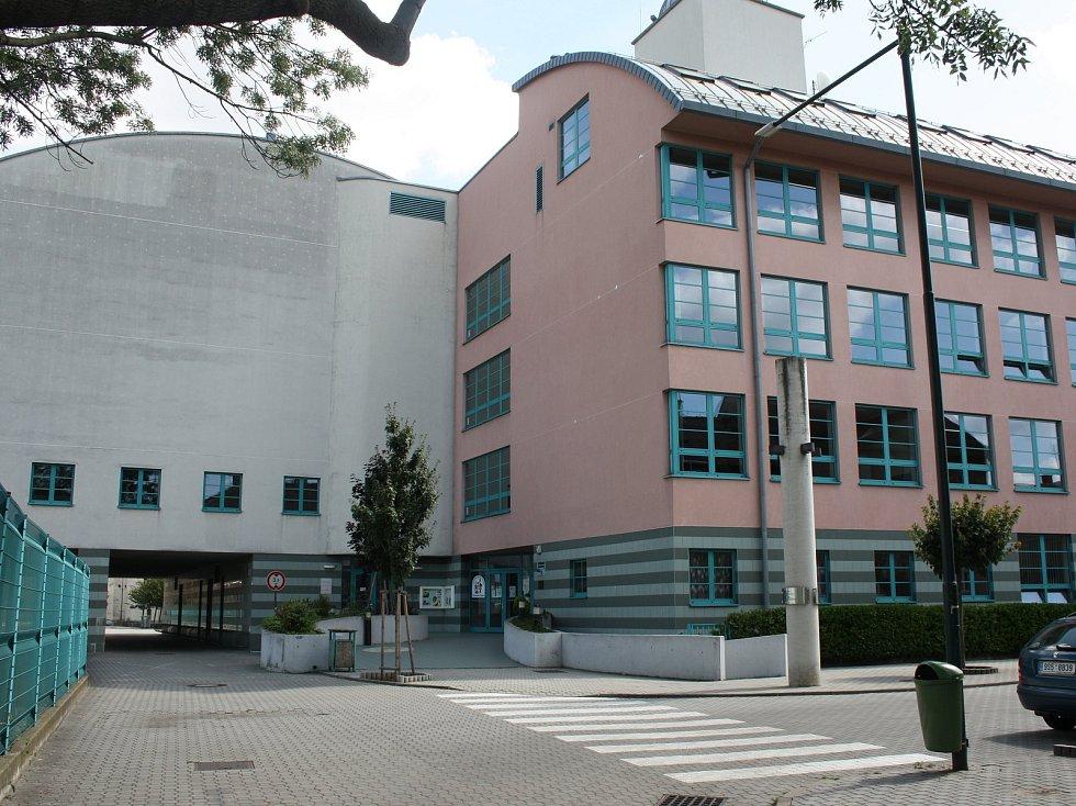 Základní školu Komenského čeká z hlediska organizace náročný školní rok.
