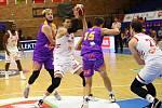 Z basketbalového utkání Kooperativa NBL Nymburk - Ústí nad Labem