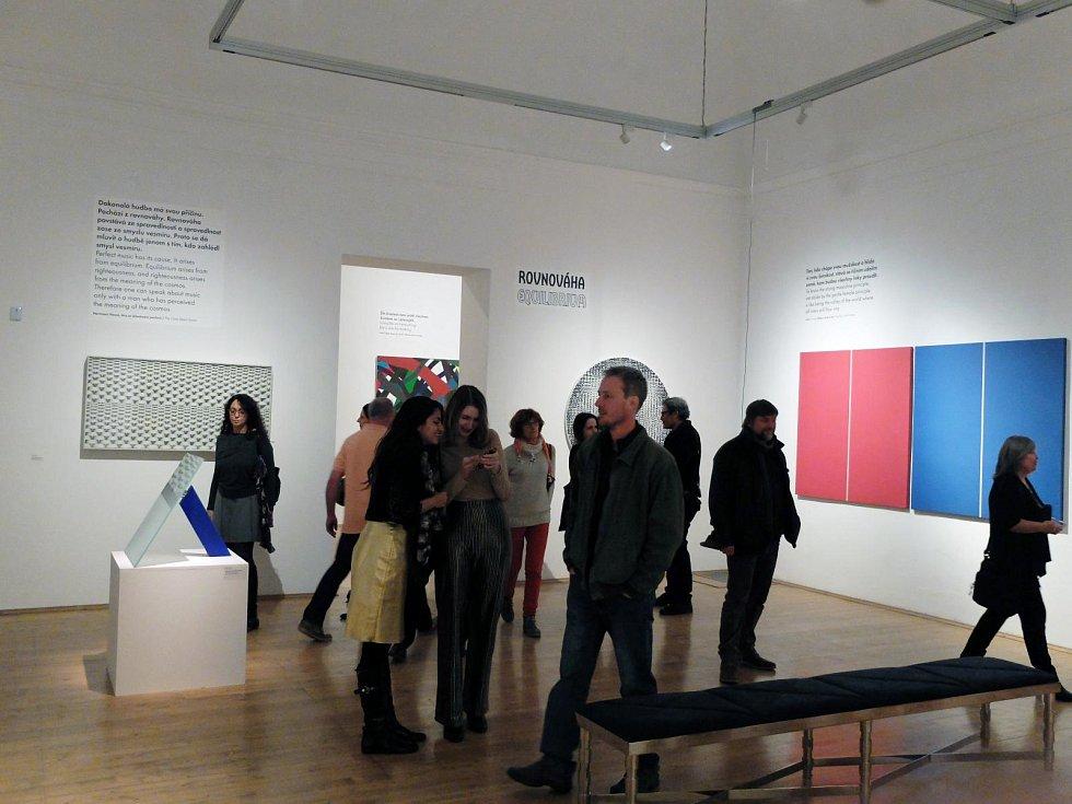 Stálá expozice Stavy mysli / Za obrazem je jedinečně koncipovaná sbírková expozice, která neřadí vystavovaná díla chronologicky dle jejich vzniku nebo výtvarného stylu, ale na pozadí pestrého spektra citového a myšlenkového života člověka.