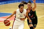 Souboj o druhý flek zvládli lépe basketbalistky Nymburka (v bílém), které porazily na své palubovce Žabiny Brno. Hostující družstvo zůstalo na třetí příčce.