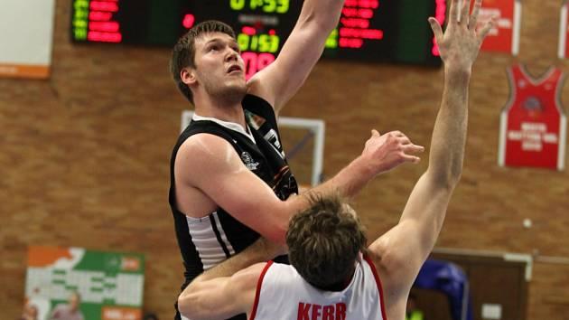Z druhého semifinálového utkání NBL Nymburk - Svitavy (89:67)