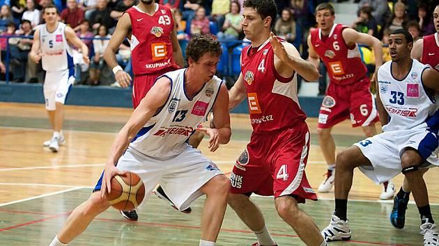 Z basketbalového zápasu Mattoni NBL USK Praha - Nymburk (60:84)