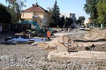 Aktuální stav na stavbě prvního kruhového objezdu před Hudebním klubem Mlejn.