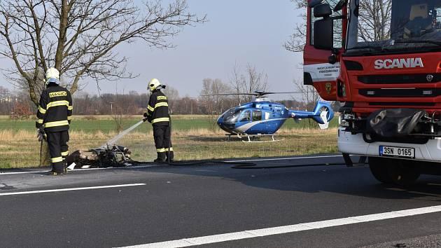 Při tragické nehodě u Poděbrad zemřeli dva motorkáři.