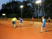 Po slavnostním rozsvícení si na hřišti zahráli fotbal zástupci radnice i sportovců.