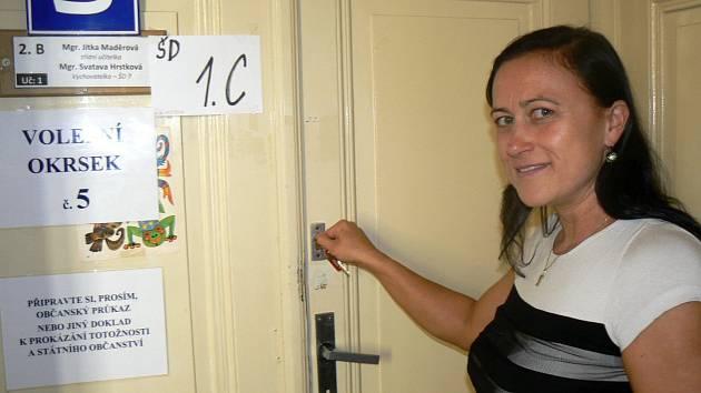Volební místnost ZŠ Tyršova v Nymburce.