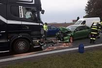 Dopravní nehoda za obcí Všechlapy.