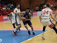 Z basketbalového utkání play off NBL Nymburk - Kolín