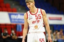 Mladá puška. Filip Kábrt okouší basketbalový chlebíček mezi dospělými. V dresu mistrovského Nymburka