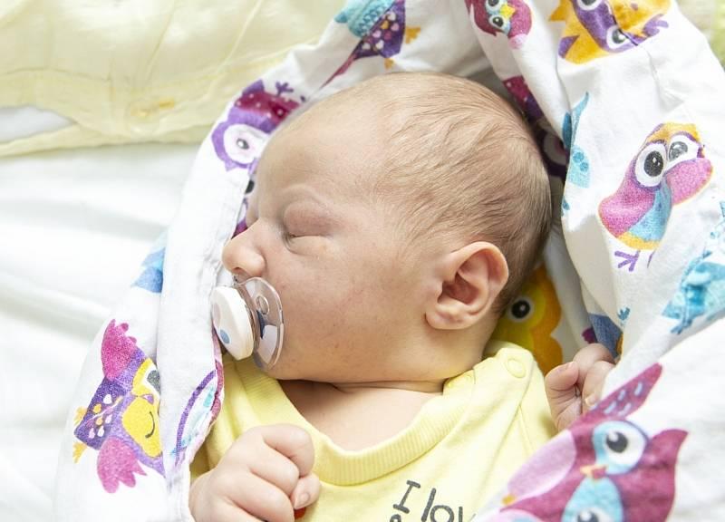 Matyáš Šmelhaus se narodil v nymburské porodnici 14. září 2021 v 11.39 hodin s váhou 3660 a mírou 51 cm. V Křinci bude prvorozený chlapeček bydlet s maminkou Pavlínou a tatínkem Martinem.
