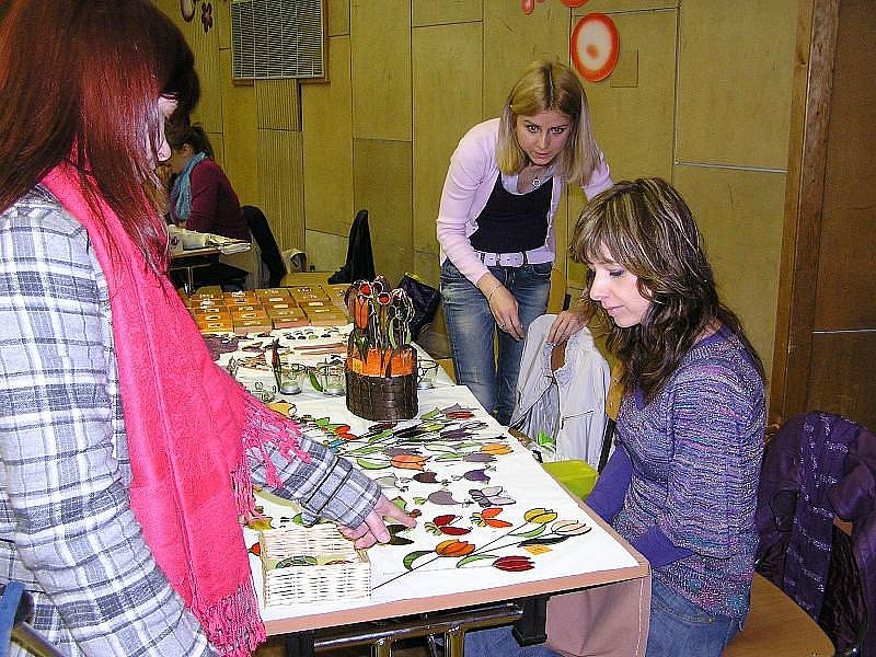 Velikonoční výstava představila rozličné jarní výrobky a jejich tvorbu.