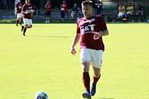 Tomáš Živnůstka z Kněžic, defenzivní fotbalista Trnavanu Rožďalovice, kam přestoupil na začátku letošní sezony a s týmem by rád postoupil