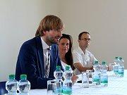 Ministr zdravotnictví v demisi Adam Vojtěch navštívil nymburskou nemocnici.