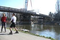 Nový most spojil labské břehy v Poděbradech