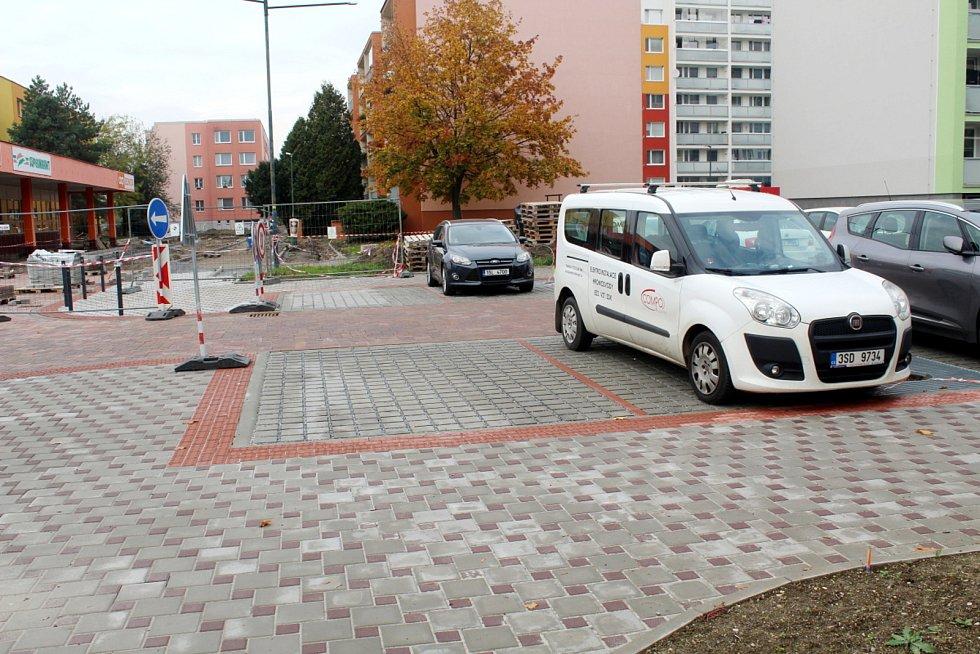 Aktuální situace na křížení ulic Sadová a Růžová na jankovickém sídlišti v Nymburce.
