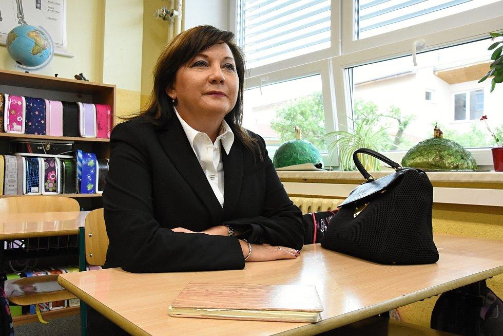 Ministryně financí Alena Schillerová (za ANO) navštívila ve středu v doprovodu středočeské hejtmanky Jaroslavy Pokorné Jermanové (ANO) Základní školu v Rudné na Praze-západ. Na přístavbu této školy přispěl stát dotací ve výši 153 miliony korun.