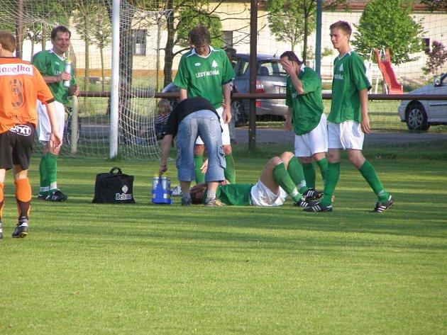 Z fotbalového okresního derby I.A třídy Sokoleč - Rožďalovice (5:0)