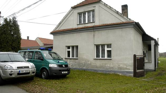 Osmapadesátiletý muž se oběsil ve vlastním domě