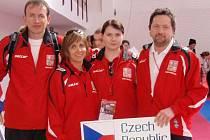 Výběr reprezentačních karatistů. Zleva jsou Jiří Bašus, Hana Vašíčková, Lucie Papíková, Karel Kesl