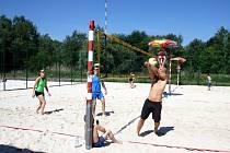 Na Poděbradském Jezeře jsou otevřeny nové bech volejbalové kurty