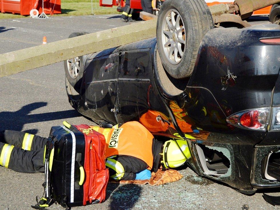 Milovičtí hasiči v barvách Nymburska ovládli krajskou soutěž ve vyprošťování osob při nehodách na letišti v Tlusticích na Berounsku.