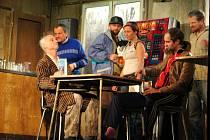 Nejlepší představení roku 2012 Ucpanej systém měli možnost vidět diváci v zaplněném Hálkově divadle.