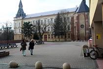 Terasy pod Eliškou se nacházejí v těsném sousedství Základní školy Tyršova.