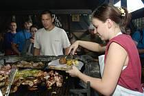 Slavnosti středověké kuchyně propukly v sobotu v historické vesničce lidových řemesel Botanicus v Ostré.