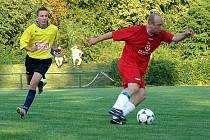 Lysá (v červeném) hrála nerozhodně v Dolním Bousově
