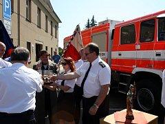Hasiči v Sadské oficiálně dostali nové zásahové vozidlo.