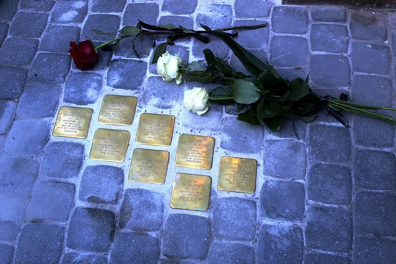 Odhalení prvních kamenů zmizelých v Nymburce.