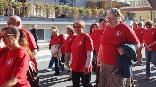V Poděbradech se v neděli zapojili do celosvětové akce Den srdce. Pochod přilákal desítky lidí.