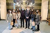 Studenty a pedagogy na radnici přijal místostarosta Roman Schulz.