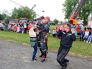 Den otevřených vrat přilákal na hřiště za sídlem hasičů stovky dětí i dospělých.