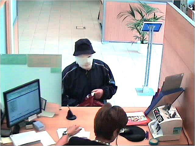 Lupič z pondělního přepadení banky v Nymburce